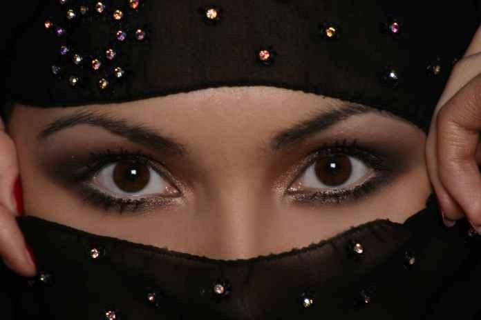 Красивые Девушки в Хиджабах.  Под хиджабом понимают традиционный.