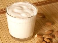 Миндальное молоко — польза и вред