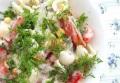 Салат из макарон и овощей с зеленью