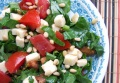 Салат из шпината с помидорами и сыром
