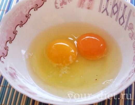 Яйца в тарелке