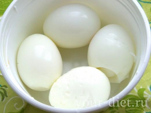 Вареные очищенные яйца