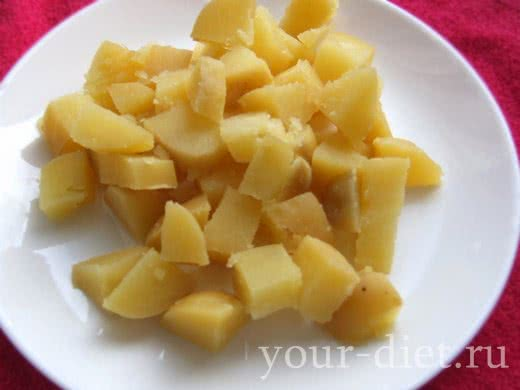 Картофель кубиками на блюде
