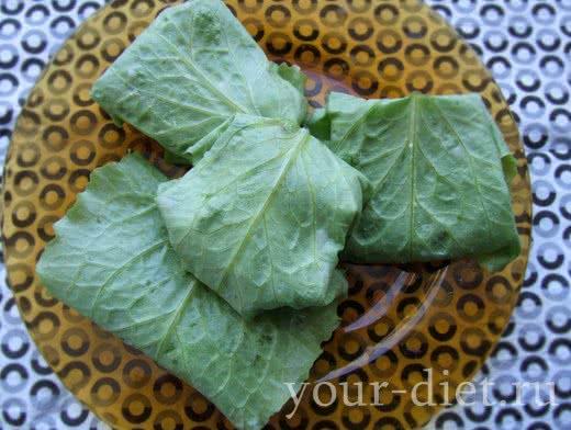 Конвертики из листьев салата с тунцом
