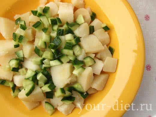 Посыпаем картофель огурцом