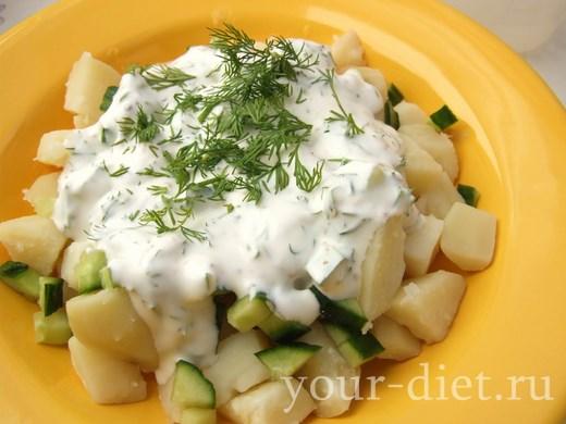 Перемешиваем огуречный салат