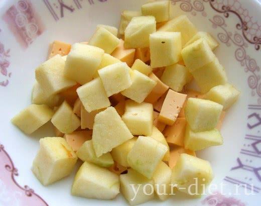 Добавляем яблоки в салатницу