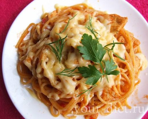 Спагетти с овощами и курицей
