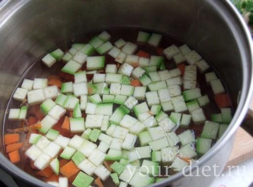Кабачок и морковь в кастрюле