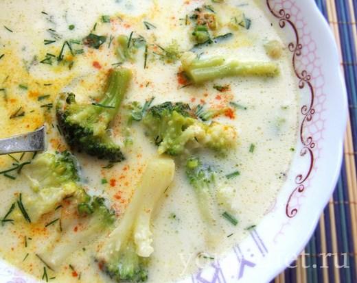 Сырный суп с брокколи готов