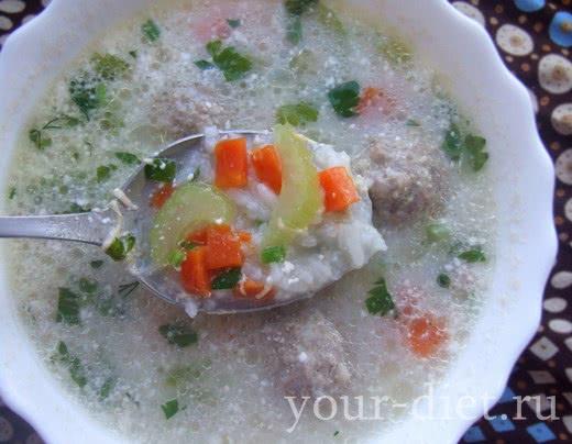 Рисовый суп с фрикадельками и шпинатом