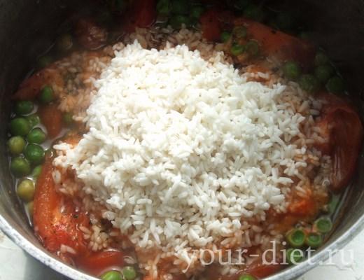 Добавляем к овощной смеси рис