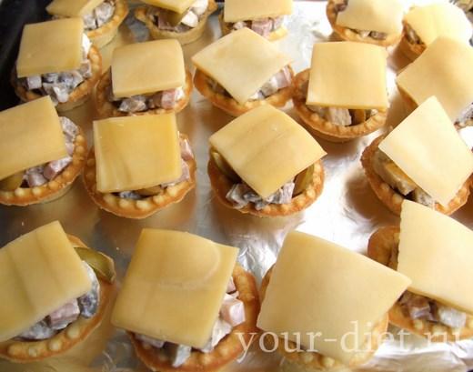 Накрываем корзинку сыром