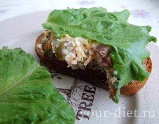 Бутерброды с ветчинным салатом готовы