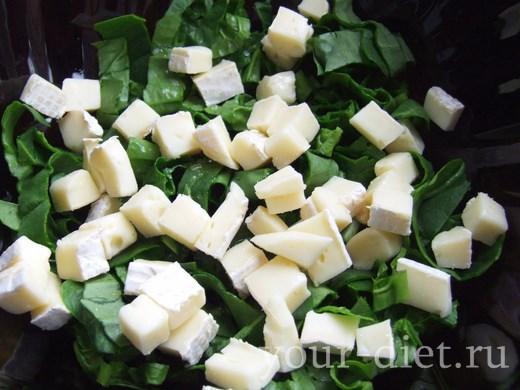 Добавляем сыр к салату