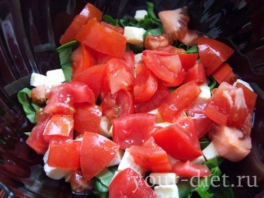 Помидоры нарезанные в салате