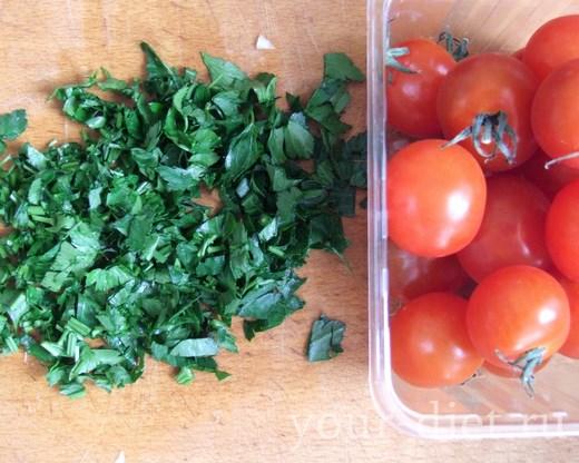 Петрушка с помидорами