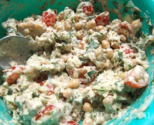 Добавляем в салат специи