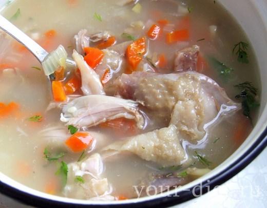 Добавляем в суп приправы
