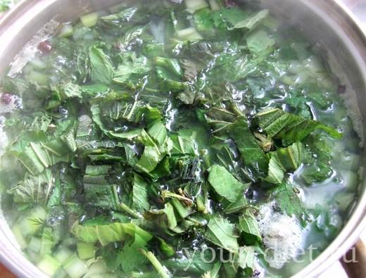 Варим крапивный суп