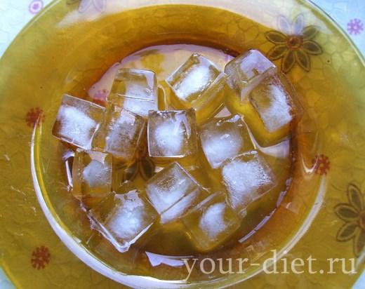 Высыпаем лед в блендер
