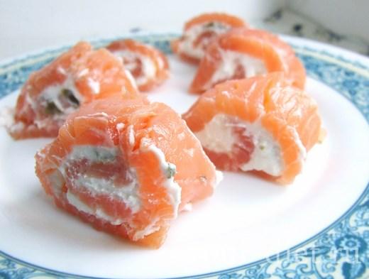 Роллы с копченым лососем